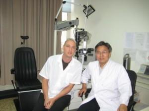 Prof. Feng Jun: מומחה לטיפול במחלות גלאוקומה וניוון רשתית.